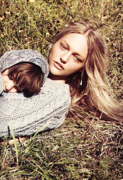 Изображение 7. Саша Пивоварова примерила на себя роль матери под прицелом камеры Микаэля Янссона.. Изображение № 7.