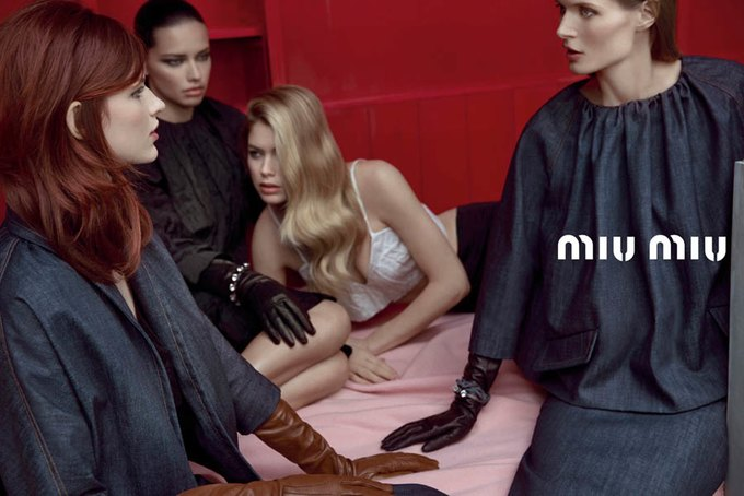 Max Mara, Prada и другие марки выпустили новые кампании. Изображение № 51.