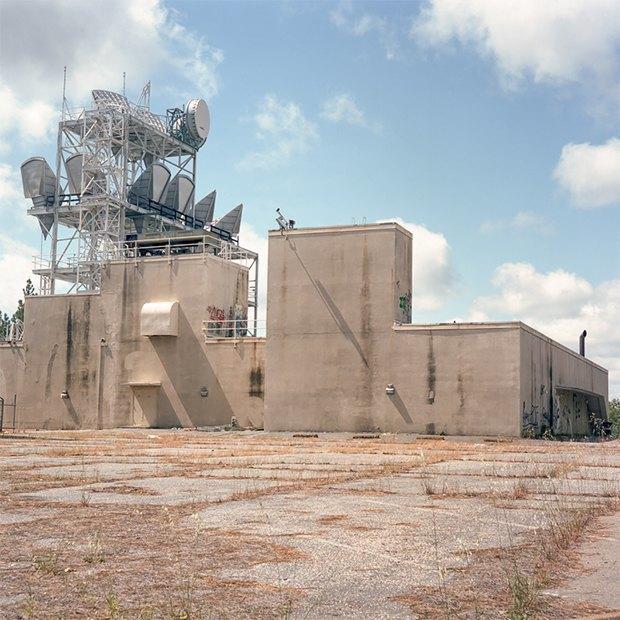 Заброшенные телефонные башни вгорах ипустынях . Изображение № 6.