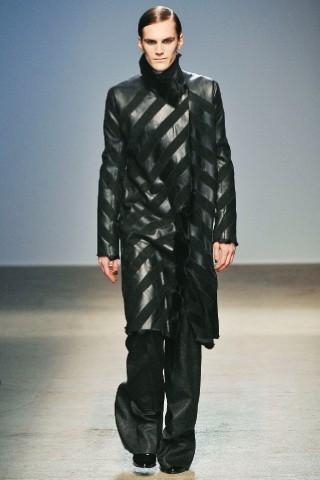 Back to black : Gareth Pugh и Victor&Rolf aw 2010-2011. Изображение № 31.