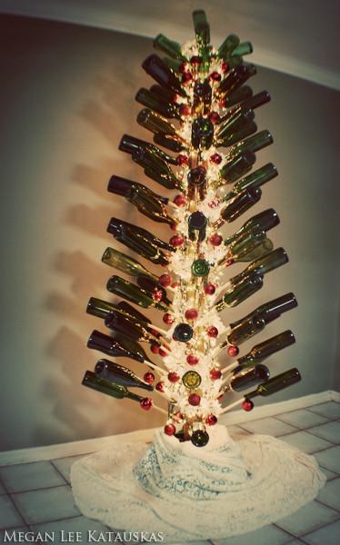 Новогодние украшения из винных бутылок. Изображение № 1.