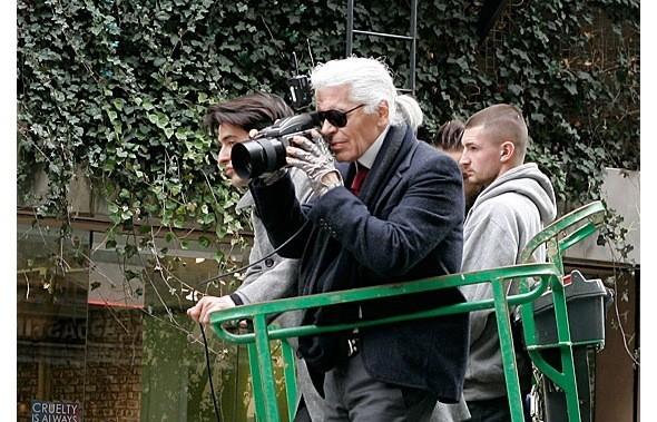 Chanel и Emporio Armani устроили публичные съемки. Изображение № 1.