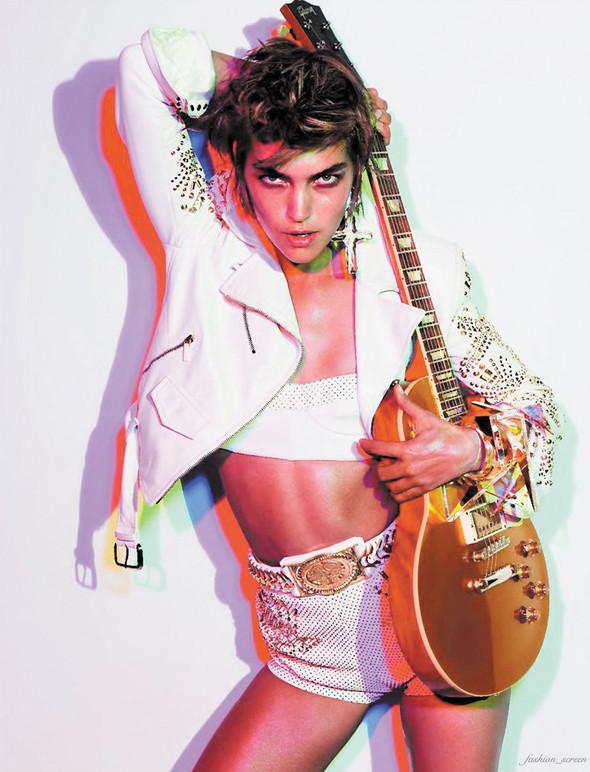 Съёмка: Аризона Мьюз для французского Vogue. Изображение № 3.