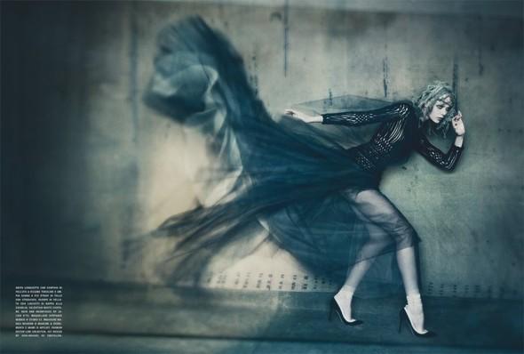 Съемка: Фрида Густавссон, Жак Ягачак и Кристина Салинович для Vogue. Изображение № 6.