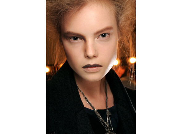 Перевести стрелки: тенденции макияжа FW 2010. Изображение № 18.