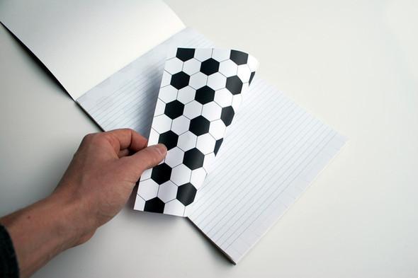 Бумажные мячи и книга, дающая огонь. Изображение № 2.