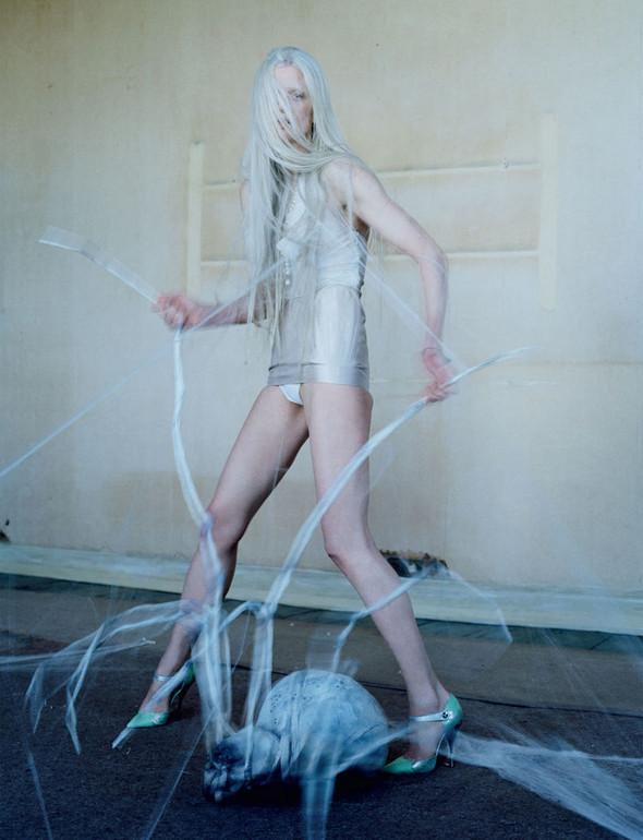 Съёмка: Кристен Макменами в объективе Тима Уокера. Изображение № 19.
