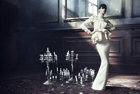 Съемка: Айрис Штрубеггер для немецкого Vogue. Изображение № 1.