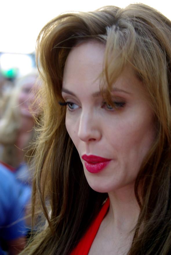 Анджелина нагревает Москву. Изображение № 20.