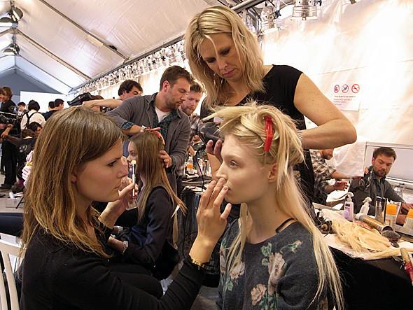 Изображение 17. Paris Fashion Week: два бэкстейджа.. Изображение № 22.