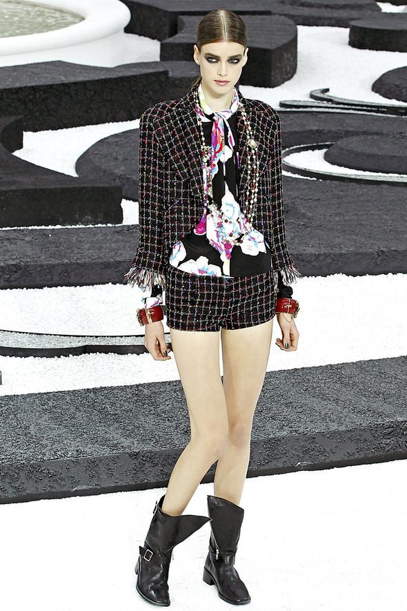 Карл Лагерфельд показал одну из самых красивых коллекций, когда-либо созданных для Chanel. Изображение № 32.