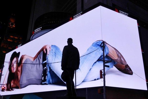 Так сейчас выглядит самый большой рекламный дисплей в мире . Изображение № 2.