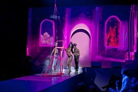 В клубе RAЙ прошло экстравагантное шоу-показ CentroДвижение 2012. Изображение № 3.