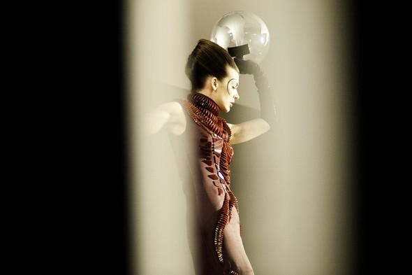 Мила Йовович в календаре Campari 2012. Изображение № 14.