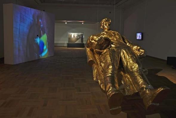 Памятник поверженный: что делают с памятниками современные художники. Изображение № 5.