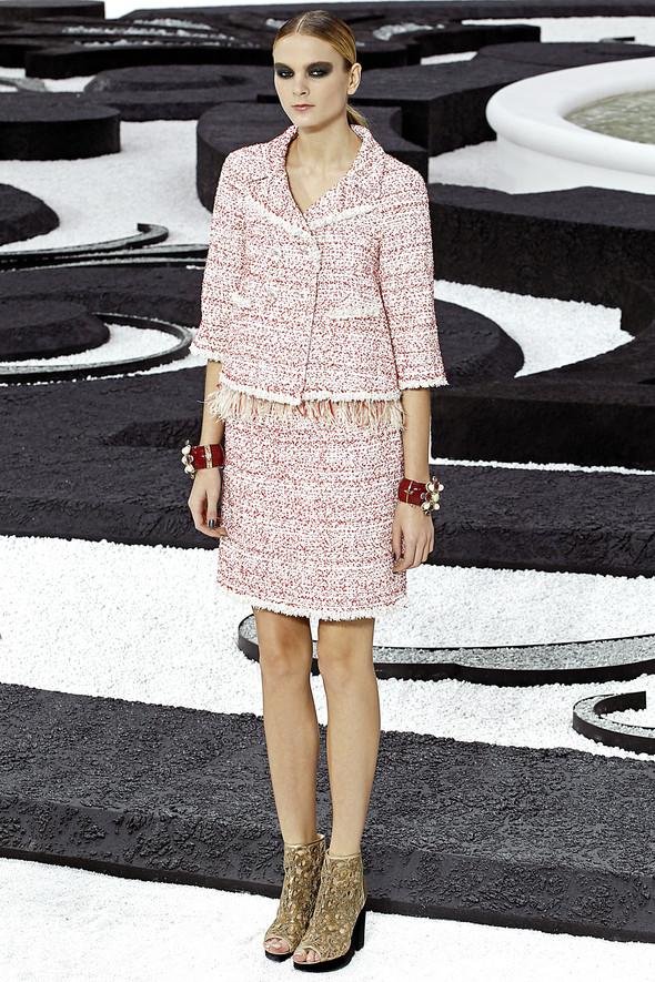Карл Лагерфельд показал одну из самых красивых коллекций, когда-либо созданных для Chanel. Изображение № 12.