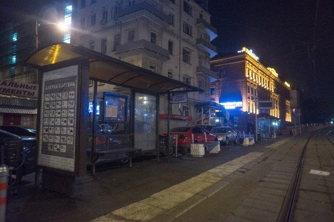 Неизвестные развесили на автобусных остановках Москвы «Азбуку блогера» . Изображение № 4.