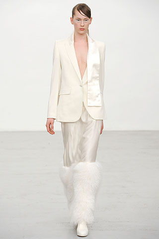 Новости моды: Выставки Chloe и Salvatore Ferragamo, Vogue в Таиланде и проект Michael Kors. Изображение № 9.