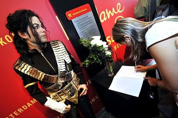 Панихида покоролю поп-музыки Майклу Джексону. Изображение № 5.