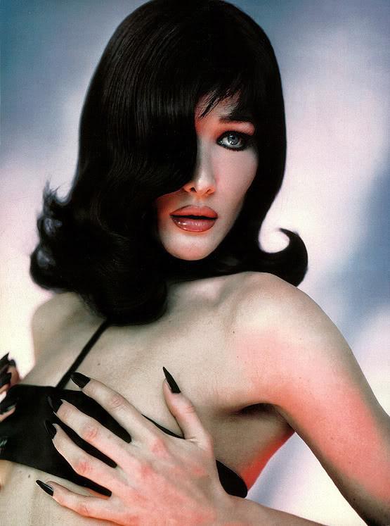 Архивная съёмка: Карла Бруни для Vogue, 1996. Изображение № 3.