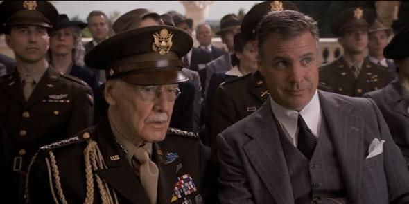 Военный, который при награждении Капитана Америка говорит: «А я думал он выше».. Изображение №76.