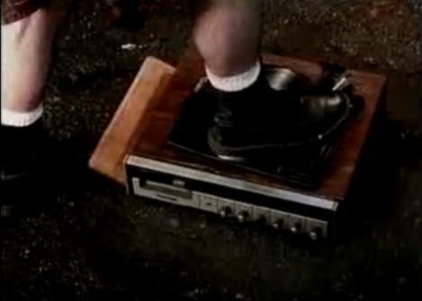 Эволюция рекламы обуви: у них и у нас. Изображение № 3.