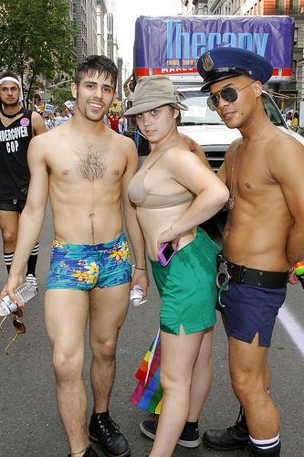 Танцующие геи-китайцы навоздушных шарах. Изображение № 10.