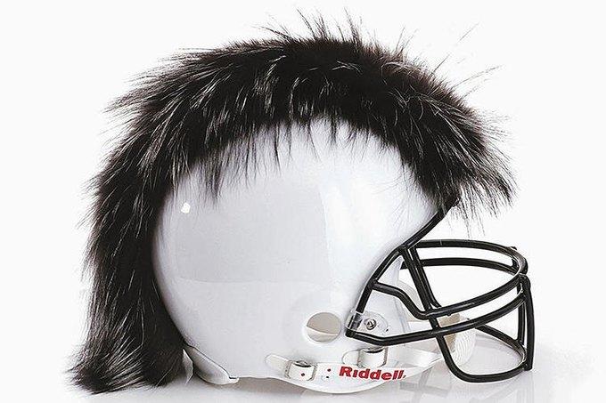 Дизайнеры превратили футбольные шлемы в предметы искусства. Изображение № 10.