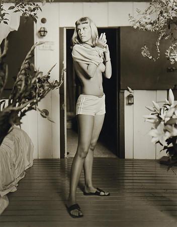 Части тела: Обнаженные женщины на фотографиях 1990-2000-х годов. Изображение №101.