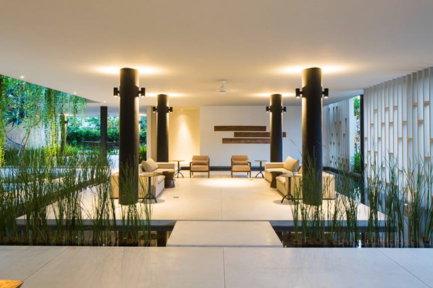 Архитектура дня: белый спа-центр во Вьетнаме с растениями на фасаде. Изображение № 21.