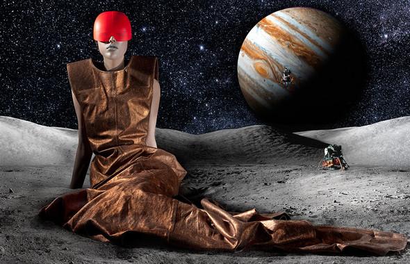 Космос рядом: модные съемки к выходу фильма «Прометей». Изображение №48.