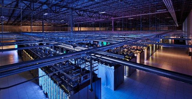 Один из дата-центров Google в 2012 году. Изображение № 1.