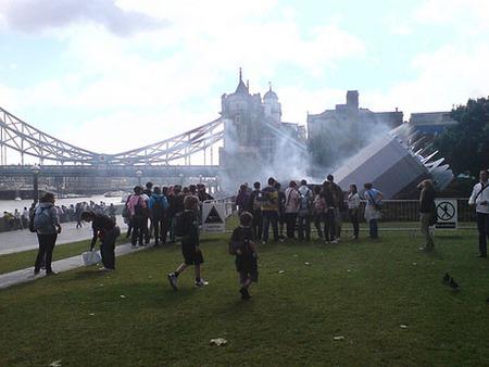 Вцентре Лондона упало НЛО– Великобритания вшоке. Изображение № 4.