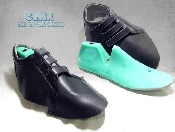 Колодка и верх будущей пары обуви. Изображение № 8.