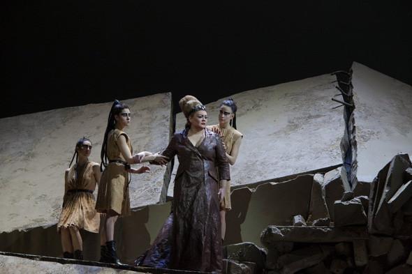 Prada создали костюмы для оперы. Изображение № 10.