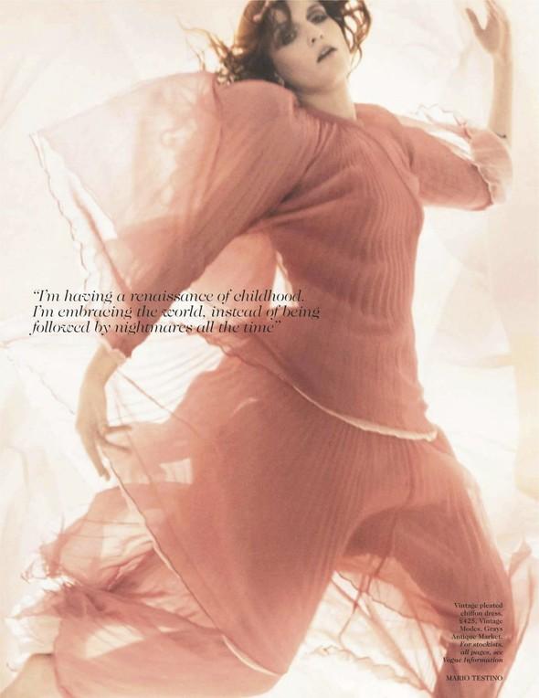 Съёмка: Флоренс Уэлш для британского Vogue. Изображение № 6.