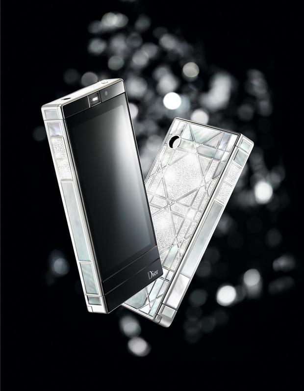 Единственный в своём роде телефон Dior Reverie представлен в Harrods. Изображение № 1.