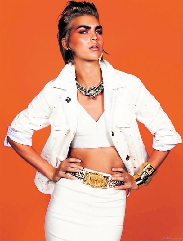 Съёмка: Аризона Мьюз для французского Vogue. Изображение № 13.