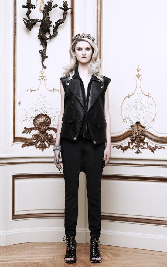 Вышли новые лукбуки Alexander McQueen и Moda Operandi. Изображение № 10.