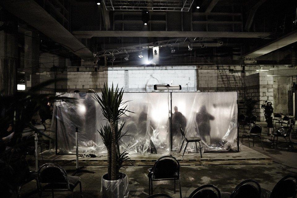 «Три четыре»: Фоторепортаж с репетиции оперы в подвале Москва-Сити. Изображение № 14.