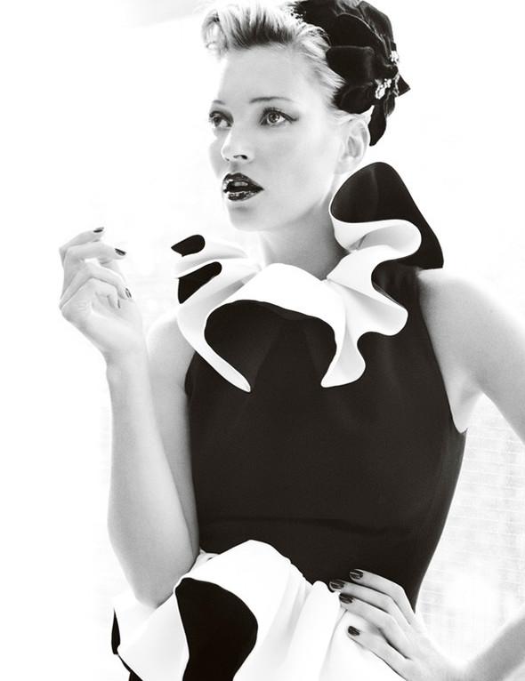Съёмка: Кейт Мосс для британского Vogue. Изображение № 3.