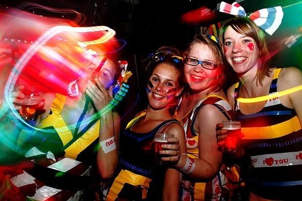 Baile funk - развязный и злой фанк, под который трясут попами в бедных бразильских фавелах. Изображение № 7.