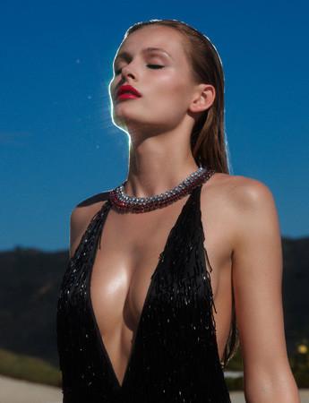Ле форм: 10 моделей с большой грудью. Изображение № 37.