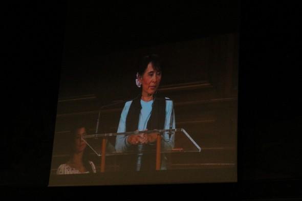 Встреча с Аун Сан Су Чжи. Изображение № 7.