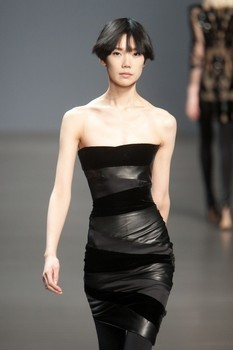 Valentin Yudashkin. Fall-Winter 2010-2011. Изображение № 2.