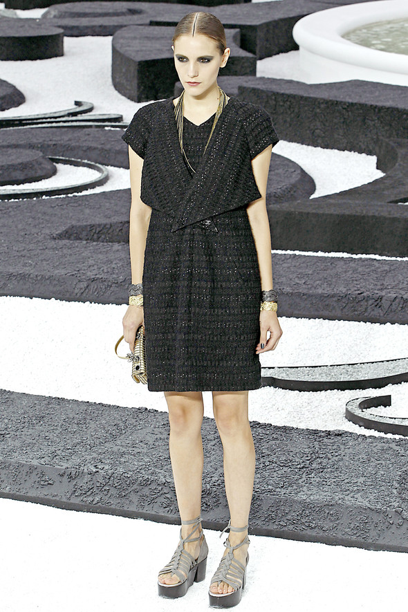 Карл Лагерфельд показал одну из самых красивых коллекций, когда-либо созданных для Chanel. Изображение № 8.