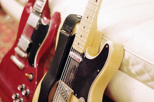 Гитары Fender Telecaster и Greco SG. Изображение № 59.