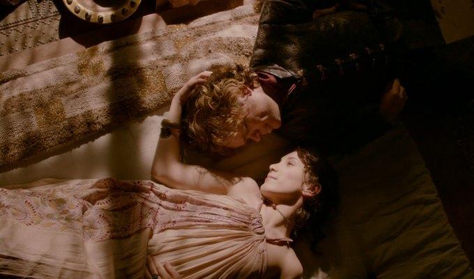 Питер Динклейдж и его женщины. Изображение № 22.
