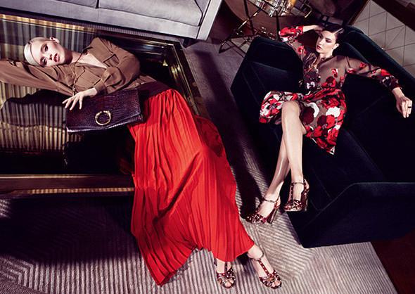 Кампании: Dior, Versace, Gucci и Burberry. Изображение № 10.