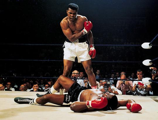 Поймать момент: 20 побед и поражений в истории спорта в фотографиях. Изображение №7.